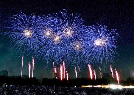 毎年8月末の花火大会の模様